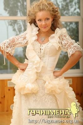 Олена Шоптенко стрибне з парашуту у весільній сукні